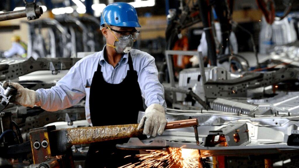 El empleo industrial tuvo una leve caída en julio