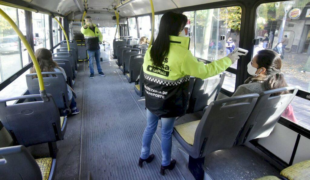 El nuevo protocolo para el trasporte publico mantiene el aforo.