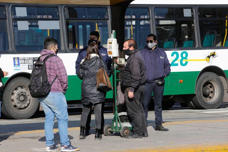 El nuevo protocolos para el transporte publico mantiene las medidas de cuidado.