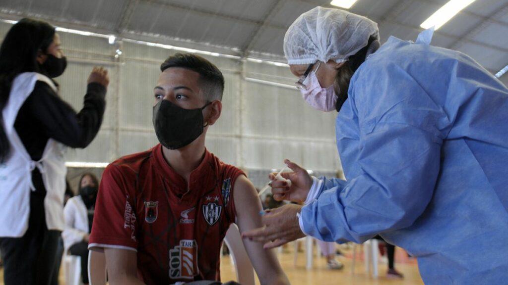 Llegó un vuelo con más de 870 mil dosis Pfizer y la Argentina se acerca a las 81 millones de vacunas covid.